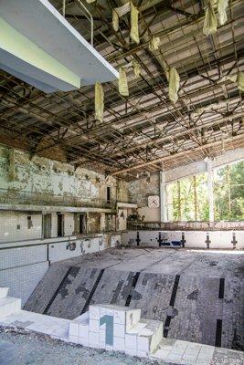 pripyat-piscina-lazurny-swimming-2