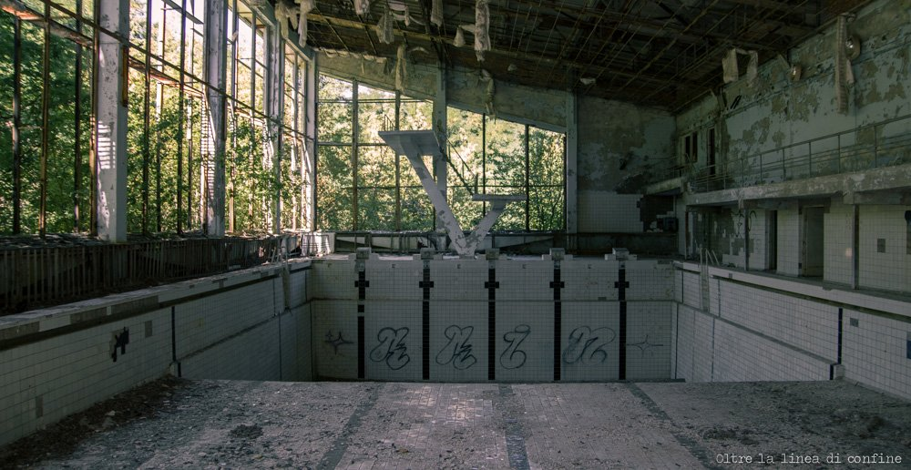 pripyat-piscina-lazurny-swimming