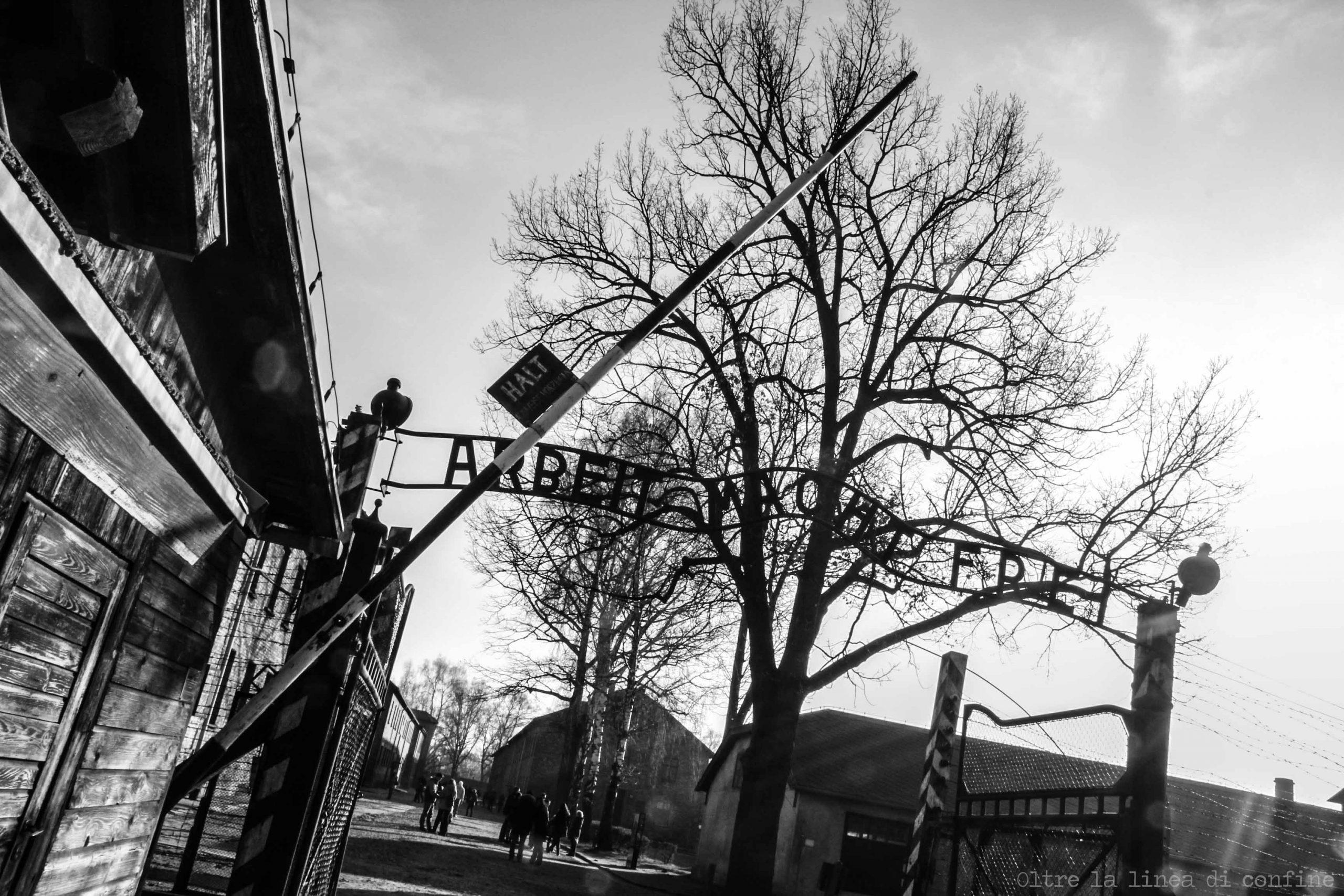 Scritta Cancello Auschwitz Guida alla Visita del Campo di Concentramento